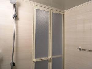浴室の折り戸