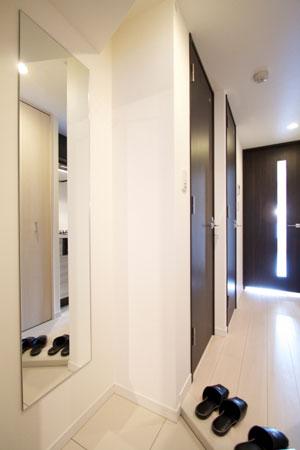 玄関の鏡による視覚効果