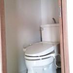 マンションのトイレのドアを開き戸から引き戸にリフォームした理由