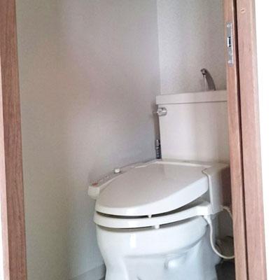 マンションのトイレのドアを引き戸にリフォーム