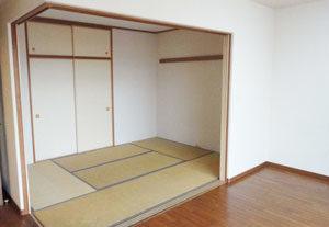 マンション リビング横の和室