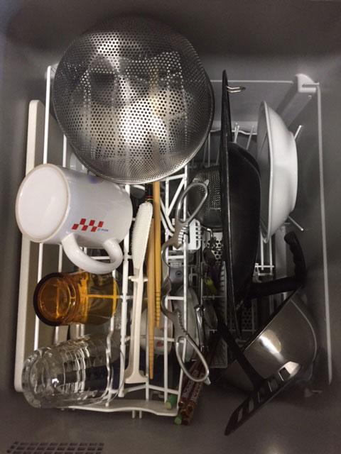 シエラ深型食洗機に食器や調理器具を入れて上から見た様子