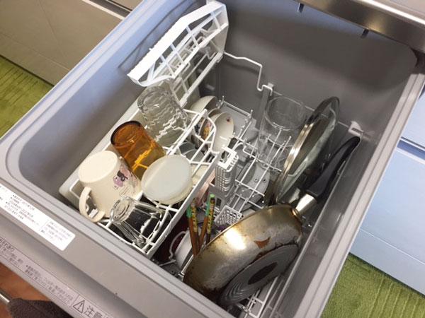 Panasonic食洗機NP-45RE6WJGに食器を入れた様子