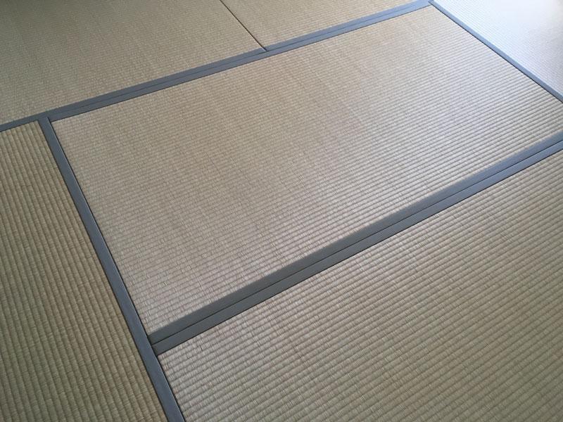 畳表と畳縁のコントラスト