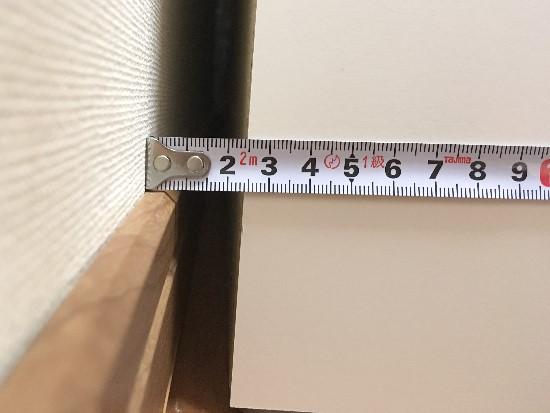 パモウナ背面のコンセントにプラグを刺した場合の隙間(食器棚と壁)