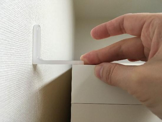 パモウナ食器棚を固定する留め具と隙間