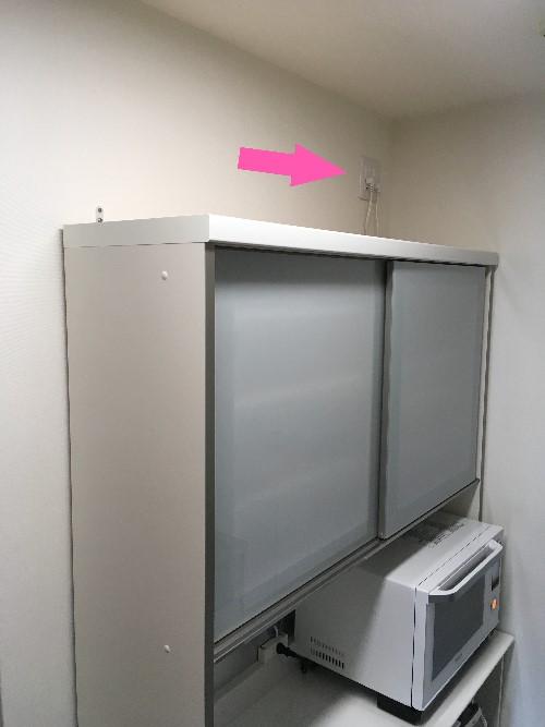 パモウナ食器棚のために移設したコンセントの位置