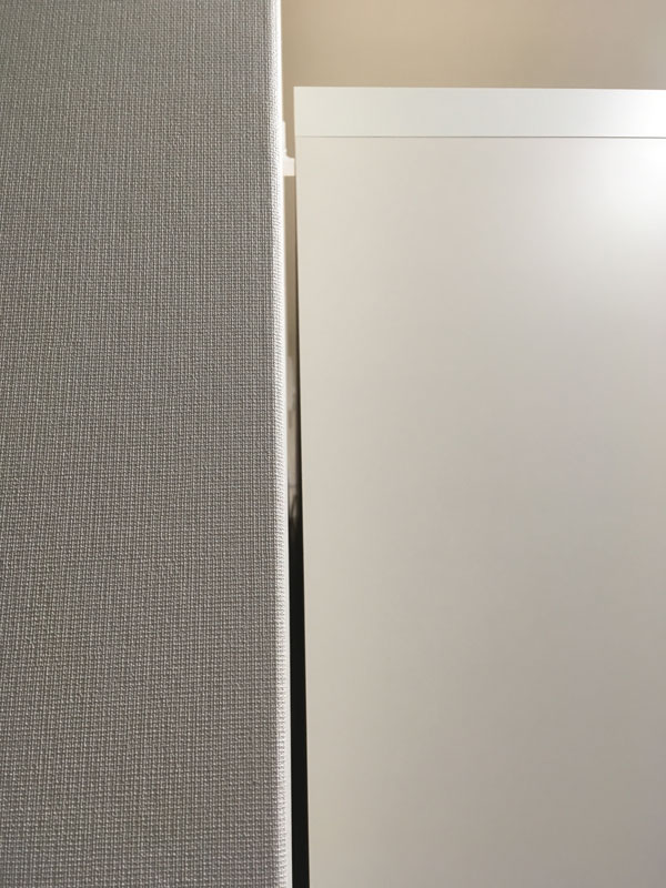 パモウナと壁のすき間(コンセント移設後)