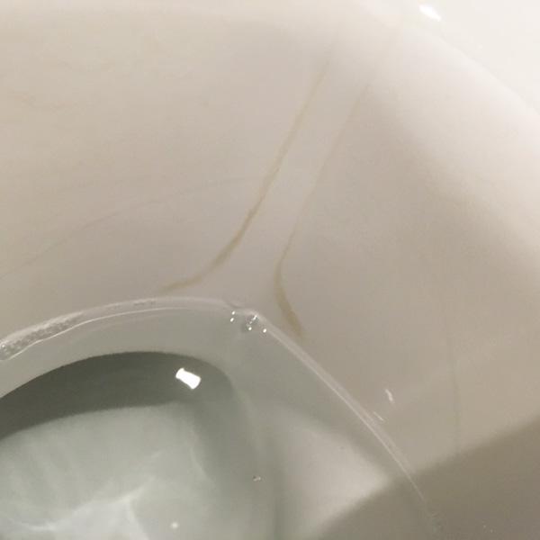 リクシルトイレ アクアセラミックに付着する汚れ