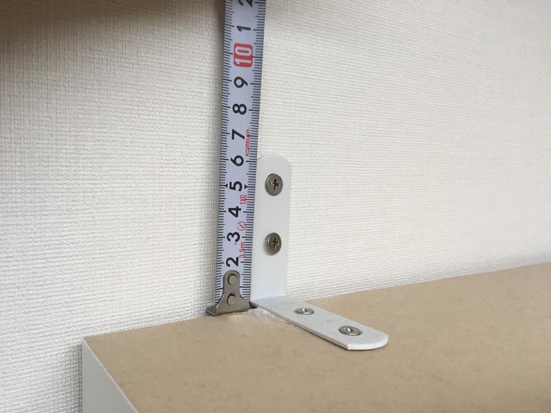 パモウナを金属製のL字固定金具で壁に固定